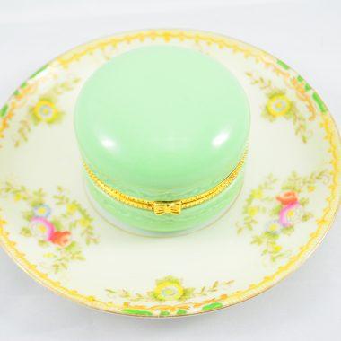 Vintage teller Teller mit Grüner makronen schatulle aus Keramik als Schmuckablage