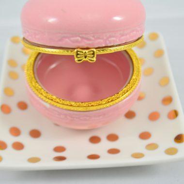 Kleiner gold polkadot Teller mit hellrosa makronen schatulle aus Keramik als Schmuckablage