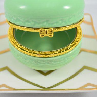 Schmuckablage Kleiner gold chevron Teller mit grüner Makronen Schatulle