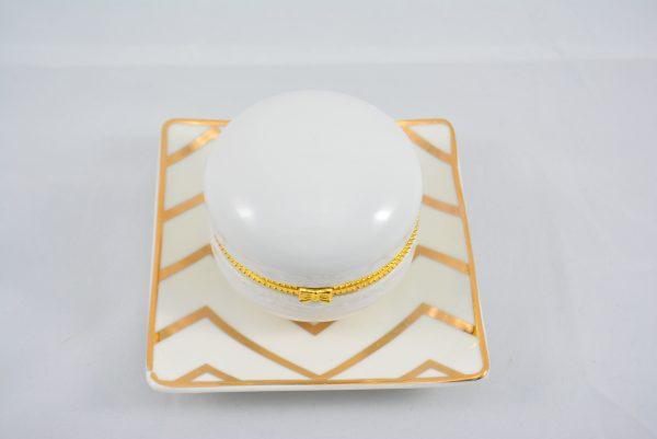 Schmuckablage Kleiner gold chevron Teller mit weisser Makronen Schatulle