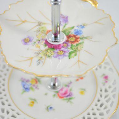Mini Etagere mit antiken tellern vintage tellern Schmuckablage upcycling etagere Hochzeitsdekoration